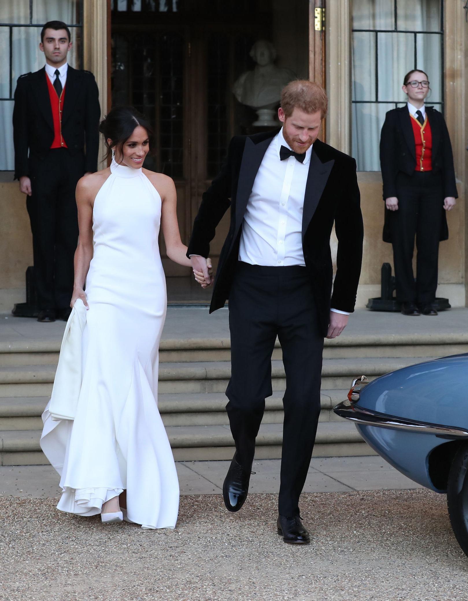 Photos d couvrez la somptueuse robe de meghan markle for Photos de dysfonctionnement de robe de mariage