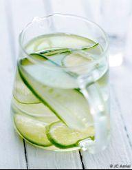 agua fresca concombre et citron vert pour 4 personnes recettes elle table. Black Bedroom Furniture Sets. Home Design Ideas