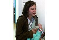 Ni travail, ni conjoint : le quotidien des mères isolées