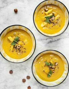 Soupe de mangue, pêche et dukkah