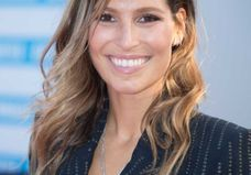 Laury Thilleman : l'ex miss France change radicalement de coiffure