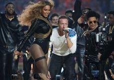 Beyoncé, Bruno Mars, Coldplay : les meilleures images du Super Bowl 2016 !
