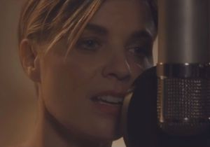 Le clip de la semaine : « Freed From Desire » en acoustique par Gala