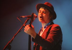 Pete Doherty rend hommage en chanson à Amy Winehouse