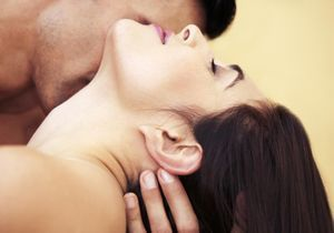 La sodomie, seule ou à deux : prendre du plaisir (et ses précautions)