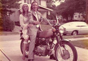 #PrêtàLiker : ils refont leurs photos de mariage 40 ans après !