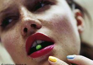 Forcez sur le rouge à lèvres