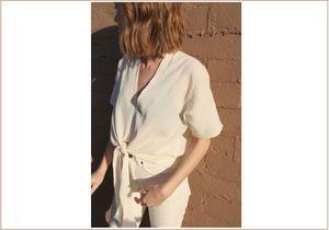 Le jean beige, nouveau basique de notre dressing ?