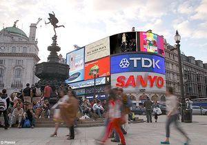 Burberry retransmet son défilé en direct sur Piccadilly Circus