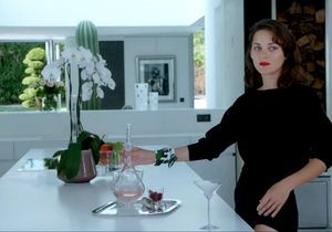 Vidéo : Marion Cotillard marche sur l'eau pour le Lady Dior