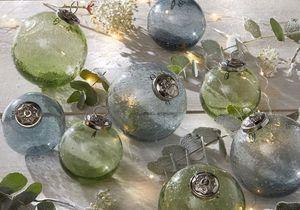 Chics et délicates, les boules de Noël en verre !