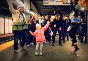 Prêt-à-liker : une petite fille fait le show dans le métro new-yorkais
