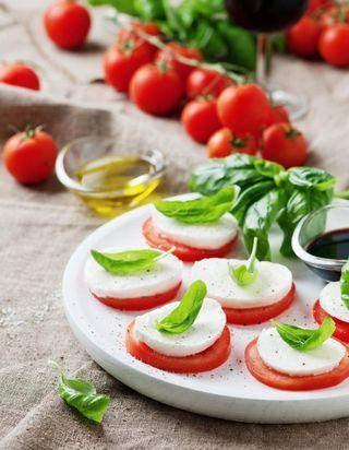 Comment réveiller une basique salade de tomates ?