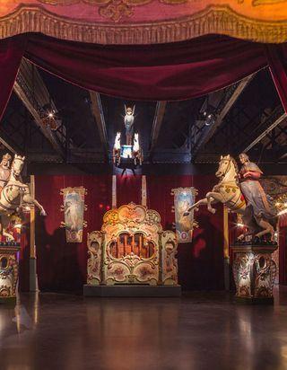Venez passer une nuit dans le Musée des Arts Forains, le plus bel endroit de la capitale !