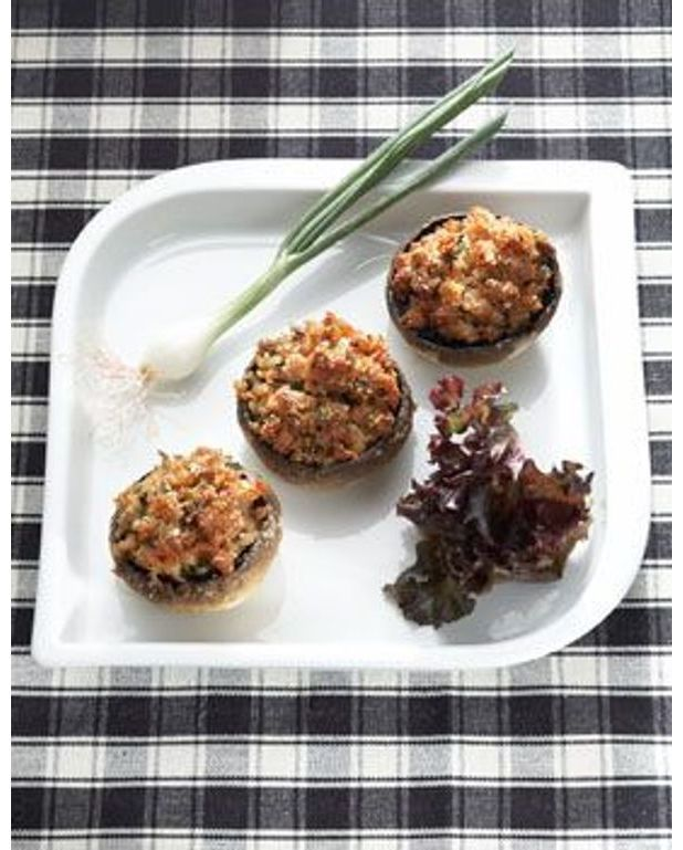 champignons farcis pour 6 personnes recettes elle table. Black Bedroom Furniture Sets. Home Design Ideas