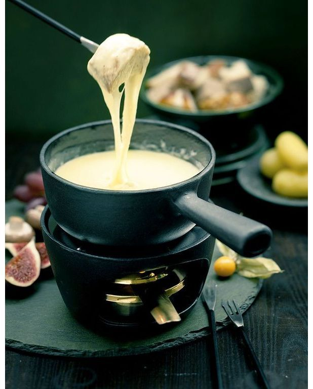 fondue savoyarde pour 6 personnes recettes elle table. Black Bedroom Furniture Sets. Home Design Ideas