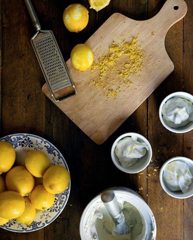 glace au citron sans sorbeti re pour 4 personnes. Black Bedroom Furniture Sets. Home Design Ideas