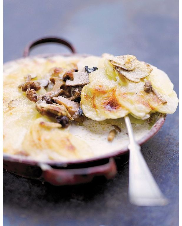 gratin dauphinois aux champignons melanges pour 4 personnes recettes elle table. Black Bedroom Furniture Sets. Home Design Ideas