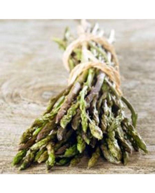 Po l e d 39 asperges vertes aux pignons pour 4 personnes recettes elle table - Recette asperge verte poelee ...