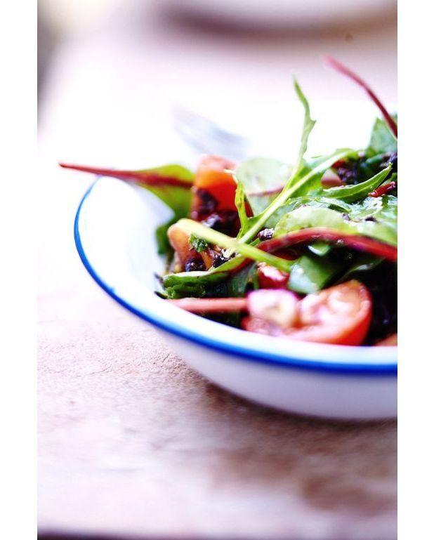 salade de tomates et tapenade noire pour 6 personnes recettes elle table. Black Bedroom Furniture Sets. Home Design Ideas
