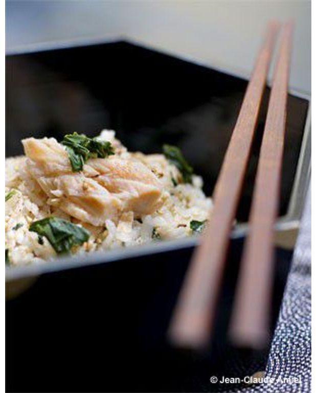 shak gohan riz au saumon et aux feuilles de th gyokuro pour 4 personnes recettes elle table. Black Bedroom Furniture Sets. Home Design Ideas