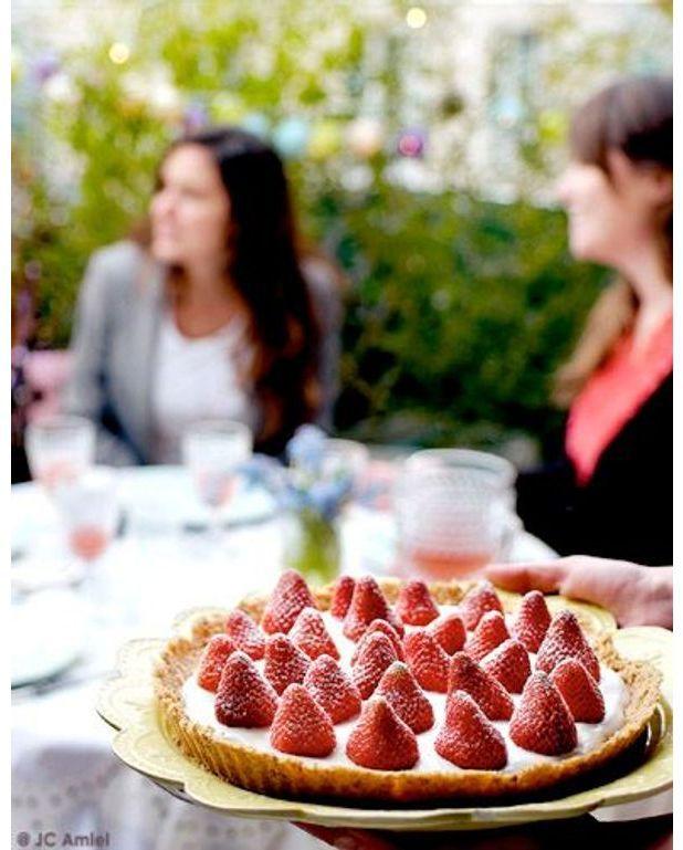 tarte aux fraises sans cuisson pour 6 personnes recettes elle table. Black Bedroom Furniture Sets. Home Design Ideas