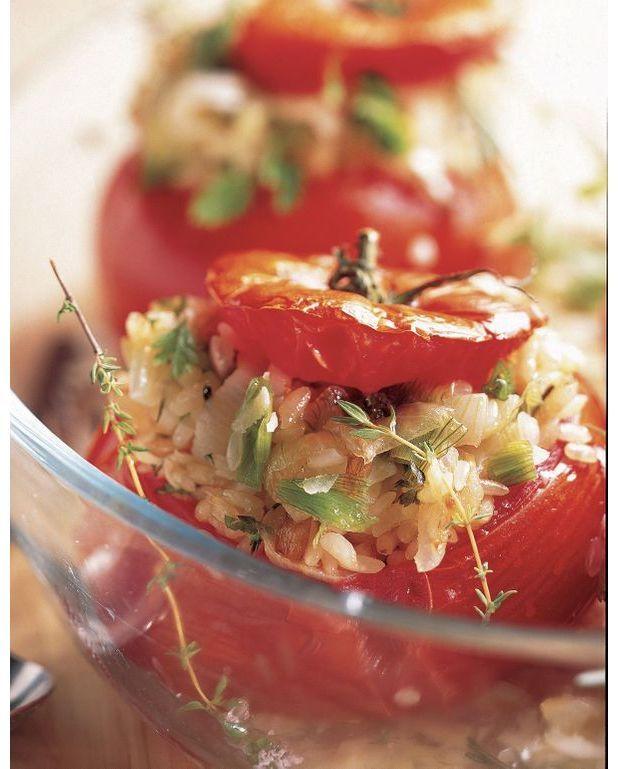 tomates farcies au risotto de parmesan pour 6 personnes recettes elle table. Black Bedroom Furniture Sets. Home Design Ideas