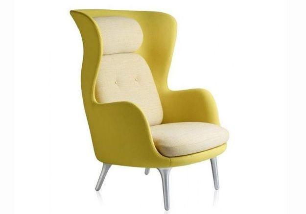 Un fauteuil enveloppant et jaune