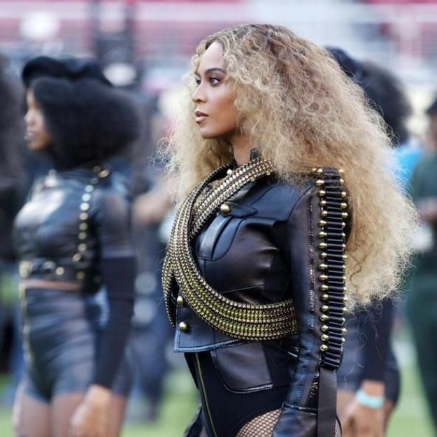 Le secret du make-up métallique de Beyoncé au Super Bowl