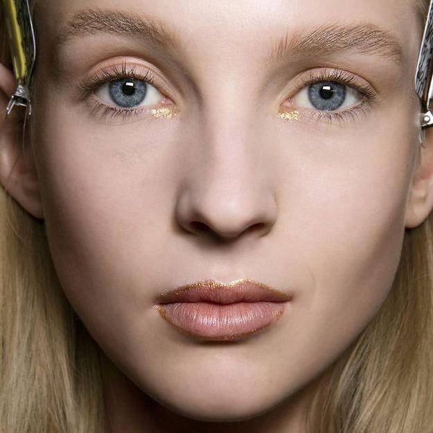 « Glitter Lip Liner » : le contour des lèvres doré qui cartonne sur Instagram