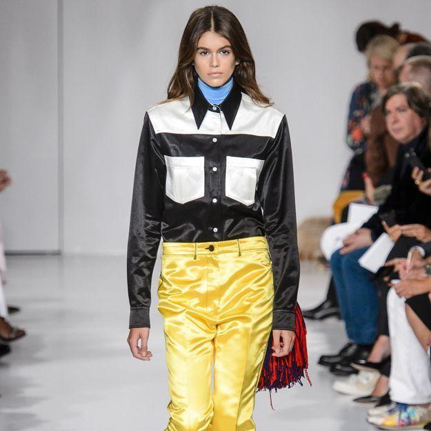 Kaia Gerber fait ses premiers pas sur le catwalk avec Calvin Klein