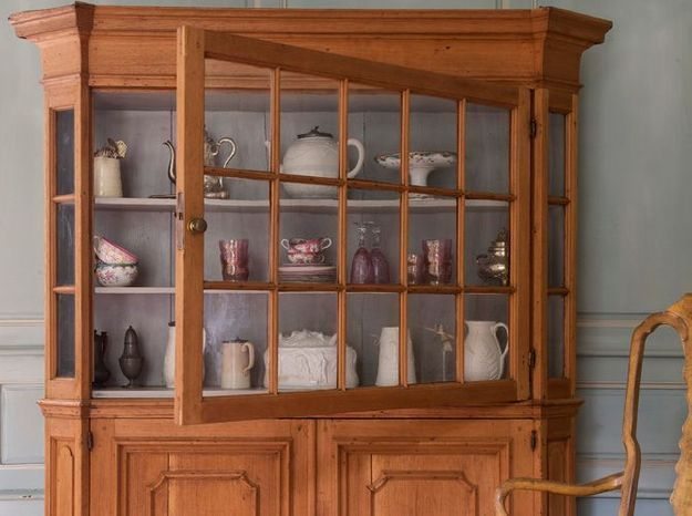 vitrine en bois exotique elle d coration. Black Bedroom Furniture Sets. Home Design Ideas