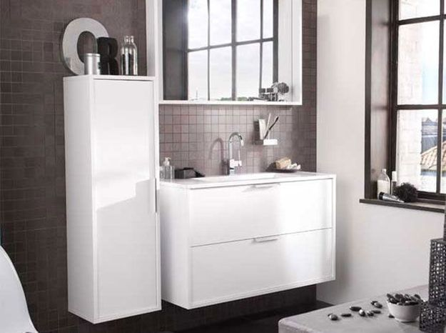 lapeyre mise sur le gain de place dans la salle de bain. Black Bedroom Furniture Sets. Home Design Ideas