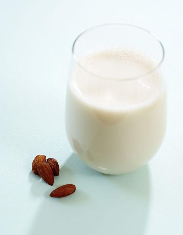 lait d amande tout savoir sur les qualit s nutritionnelles du lait d amande elle table. Black Bedroom Furniture Sets. Home Design Ideas