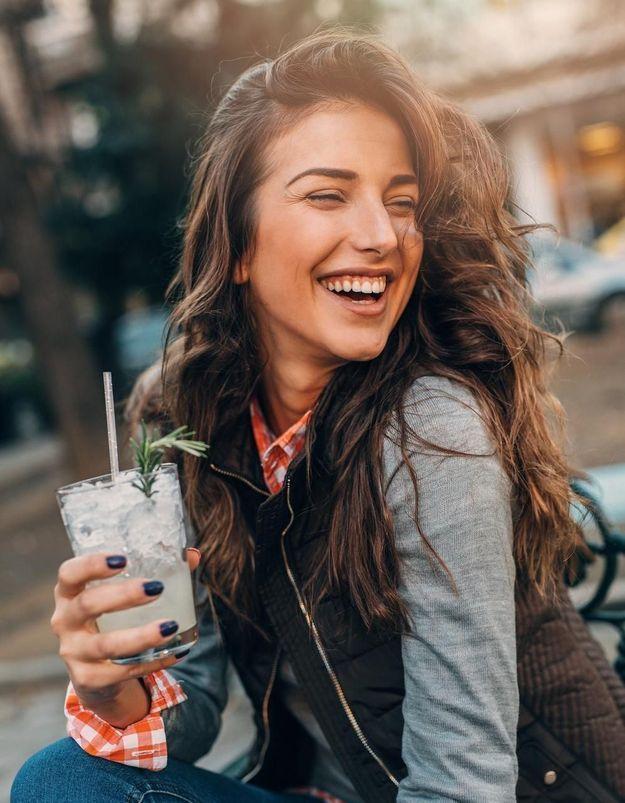 6 choses que les filles joyeuses font tous les matins
