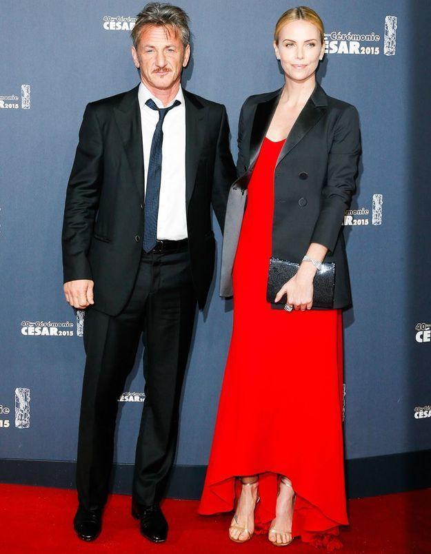 César 2015 : Charlize Theron porte des diamants Cartier avec sa robe rouge