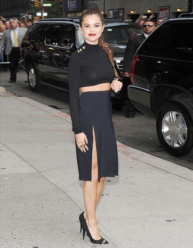 Le look du jour: Selena Gomez et sa jupe très fendue