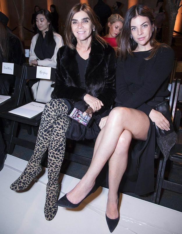 Carine Roitfeld et Julia Restoin Roitfeld au défilé Oscar de la Renta