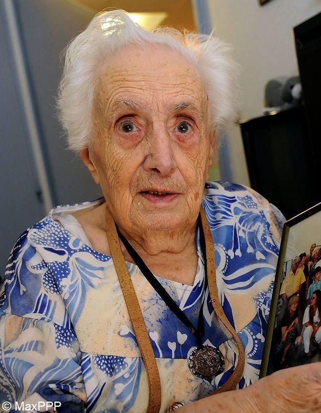 la doyenne des fran ais est d c d e l ge de 112 ans elle. Black Bedroom Furniture Sets. Home Design Ideas