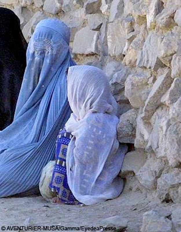 Fille battue par les talibans