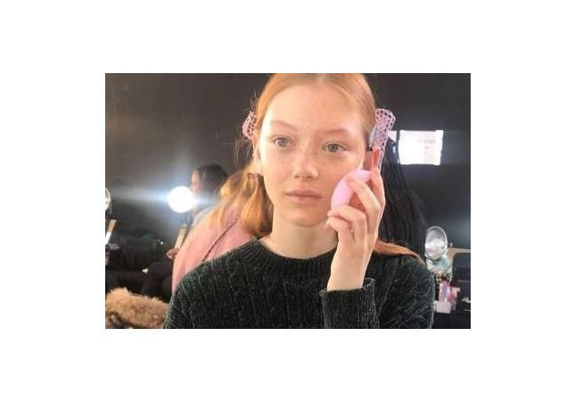 Voici le secret des tops pour une peau éclatante au défilé de Victoria Beckham