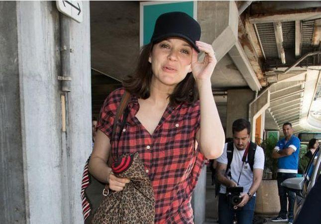 Cannes : ces tenues repérées à l'aéroport sont bien plus inspirantes que les robes du tapis rouge