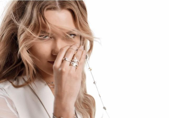 Swarovski : quand Karlie Kloss sublime la Remix Collection
