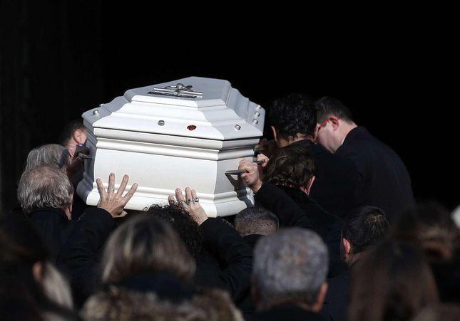 Hommage à Johnny - Julie Gayet, poignées du cercueil : les dessous d'une journée sous tensions