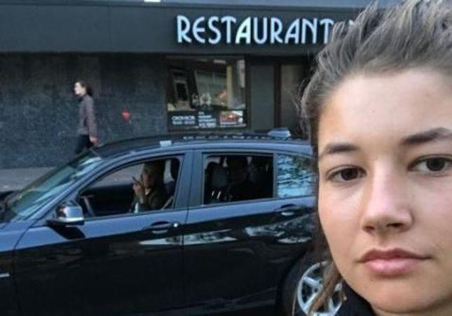 Découvrez comment cette étudiante dénonce le harcèlement de rue en prenant des selfies