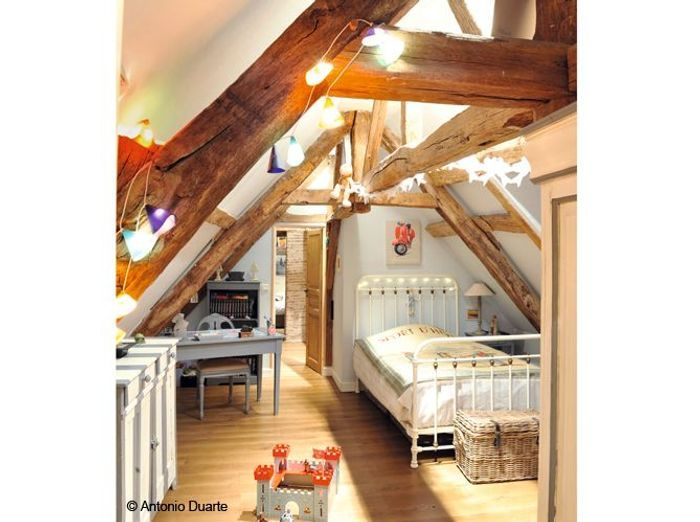 beautiful des poutres apparentes sous les combles with amnager chambre 8m2. Black Bedroom Furniture Sets. Home Design Ideas