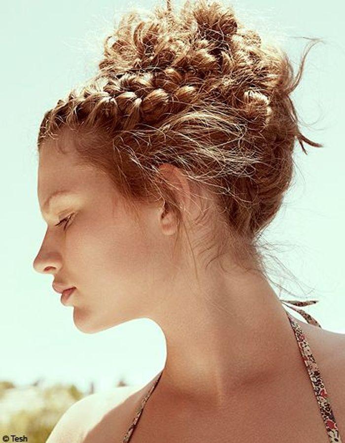 Le chignon l antique 10 id es faciles pour se coiffer fashion elle - Chignon haut decoiffe ...