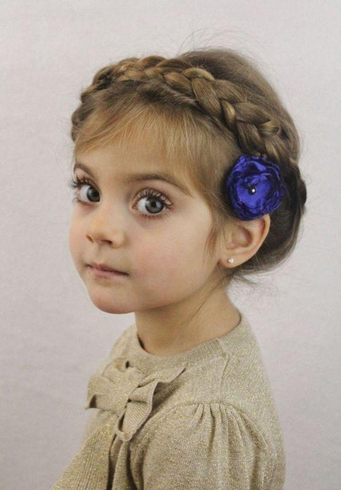 Coiffure petite fille 3 ans 40 coiffures de petite fille qui changent des couettes elle - Coupe de mariage pour petite fille ...