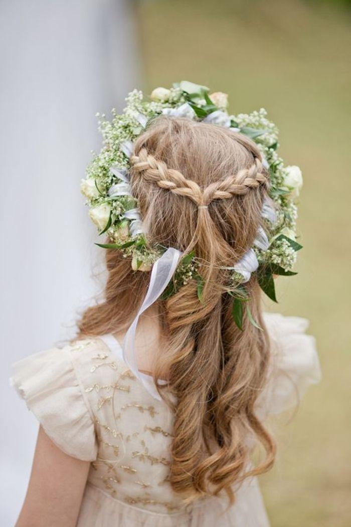 Coiffure petite fille d 39 honneur 40 coiffures de petite fille qui changent des couettes elle - Coiffure mariage fille d honneur ...