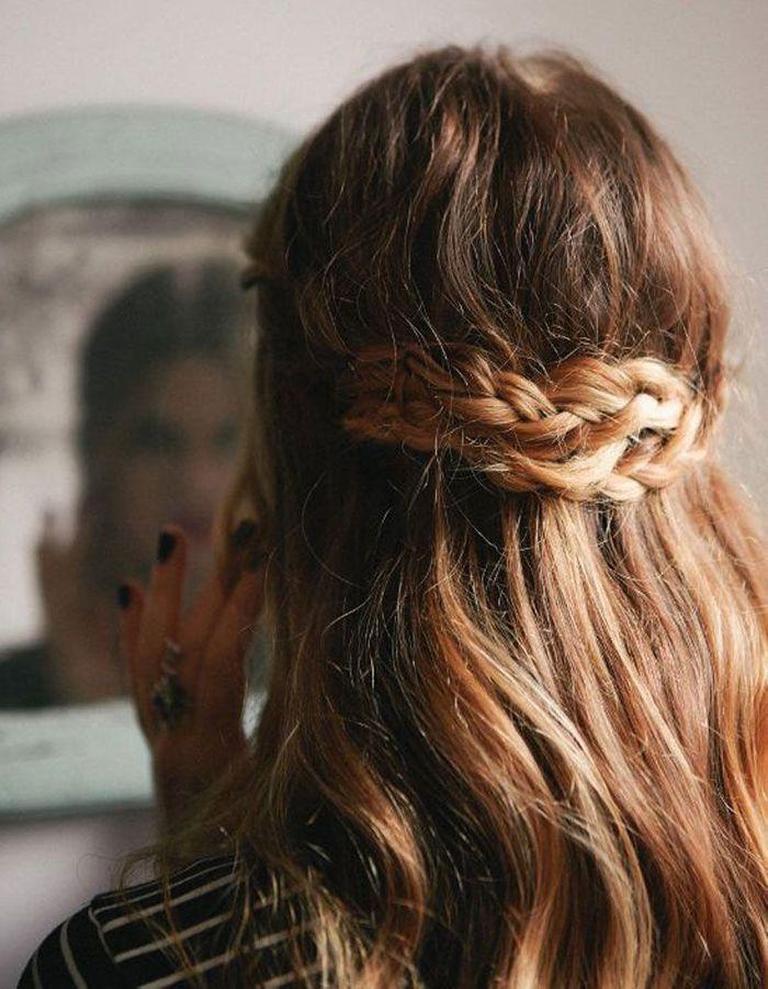 Coiffure facile pour cheveux frisés